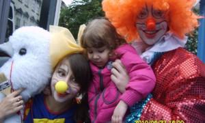Веселі клоуни Пончик та Поночка